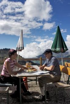 Auf der Terrasse der Breithornhütte